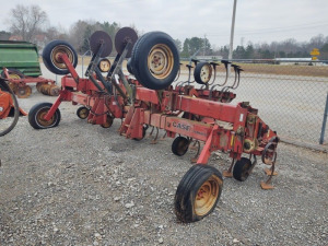 CASE 183 INTERNATIONAL HARVESTER CULTIVATOR