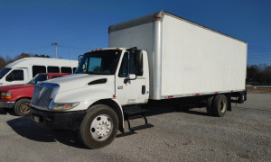 2007 INTERNATIONAL 4300 DT466 BOX TRUCK WITH LIFT; VIN# 1HTMMAAM07H362616; 434,531 MILES