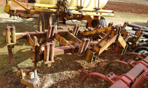 11-SHANK FIELD CULTIVATOR; (NO WHEELS); LOCATED OFF SITE IN NEW MARKET, AL.  CALL ANDREW HEARD @ (931) 638-5499 FOR MORE INFORMATION.