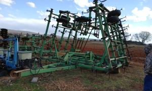 32' FIELD CULTIVATOR WITH HARROW.  LOCATED OFF SITE: NEW MARKET, AL. CALL ANDREW HEARD @ (931) 638-5499 FOR MORE INFORMATION.