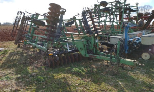 JOHN DEERE 726 MULCH FINISHER.  LOCATED OFF SITE IN NEW MARKET, AL.  CALL ANDREW HEARD @ (931) 638-5499 FOR MORE INFORMATION.