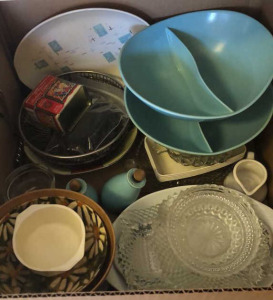 Box lot; assortment of kitchen items