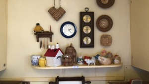 Wall décor, Cookie Jars, Rooster Teapot & More