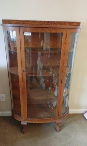 Vintage Tiger Oak Curio Cabinet/China Cabinet (one side pane curved glass has been replaced with plexiglass)