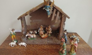 Nativity Scene With Plastic Figurine (made in Italy)