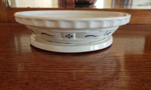 Longaberger Pie Dish With Matching Trivet