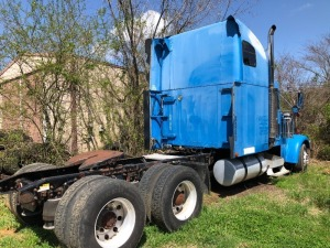 1999 Freightliner Semi Truck.  Bill Of Sale Only. (RUNS); LAST NUMBERS OF VIN# 91607