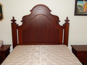 Queen Size Bed by Lexington (USA) (matches lots 3 & 4)