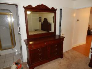 Dresser & Mirror by Lexington (USA) (matches lots 2 & 4)
