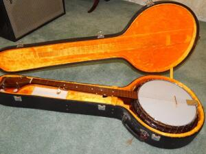 Paramount Banjo with case