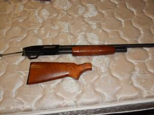 New Haven by Mossberg (made in USA) 12-Gauge with C-Lect Choke (has broken stock)