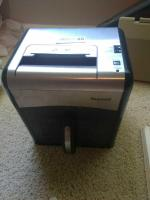 Staples Mailmate Paper Shredder