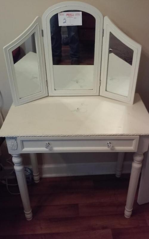 Lot 2 Of 93 Vintage Dressing Table With 3 Panel Mirror